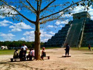chichen-itza-tour-guide-pyramid