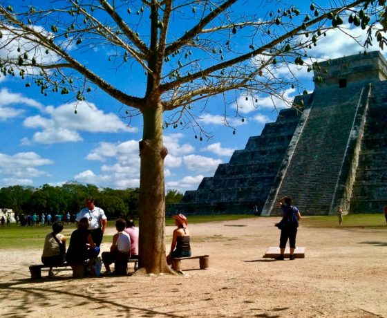 chichen-itza-tour-guide-pyramid